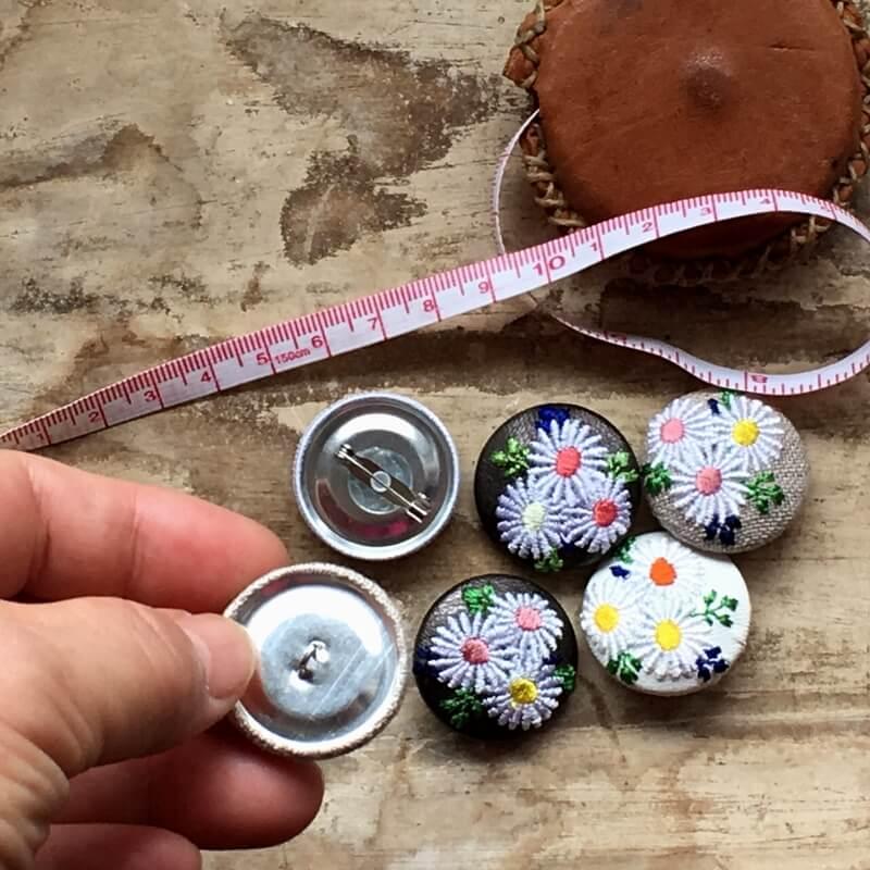 マーガレット29刺繍ボタン背面加工