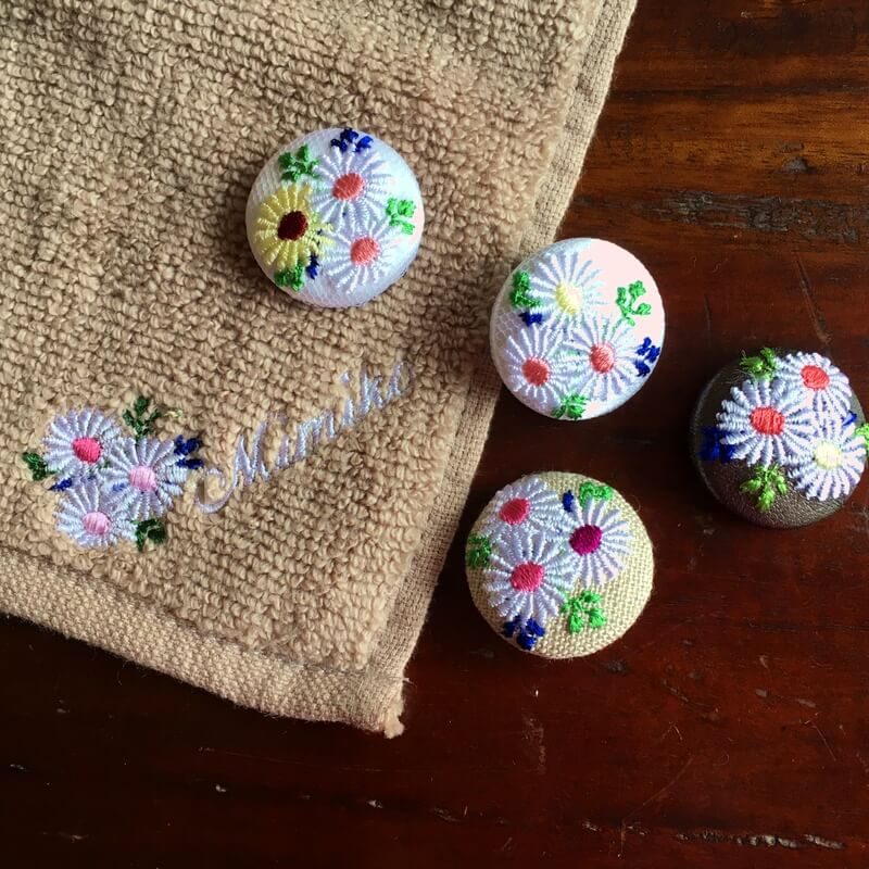 マーガレット29刺繍ボタンハンカチ