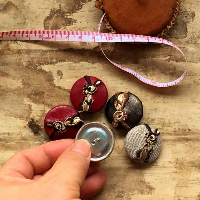 うさぎ29刺繍ボタンハンド