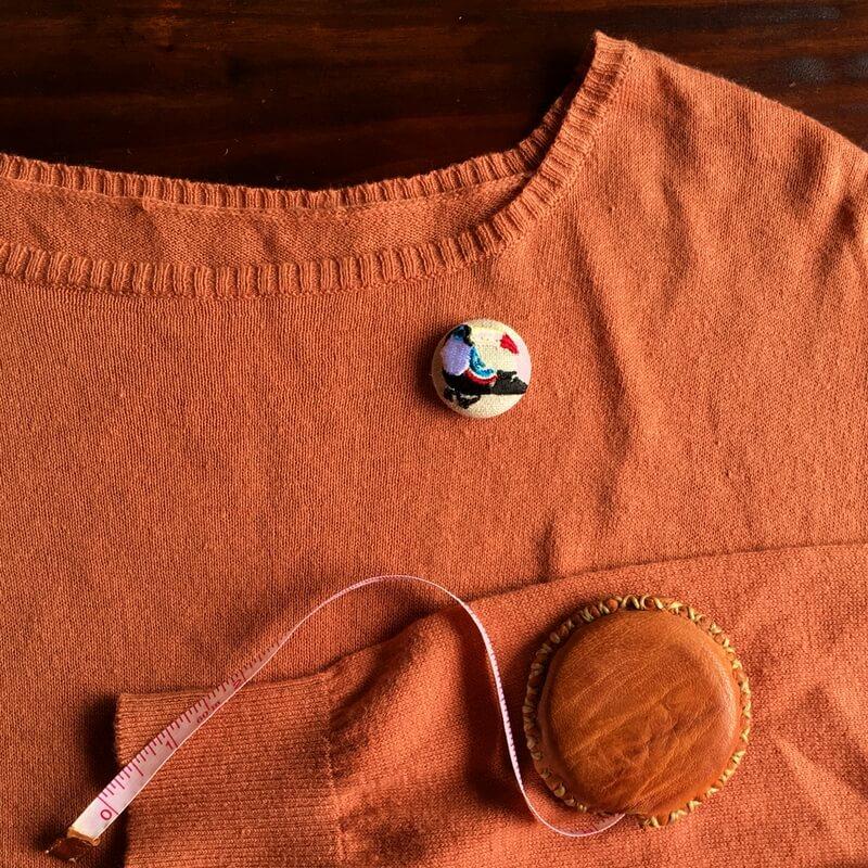 オオハシ29刺繍ボタン洋服イメージ