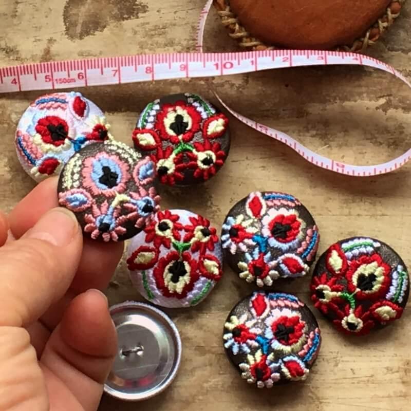 ハンガリー実と花29刺繍ボタンハンド