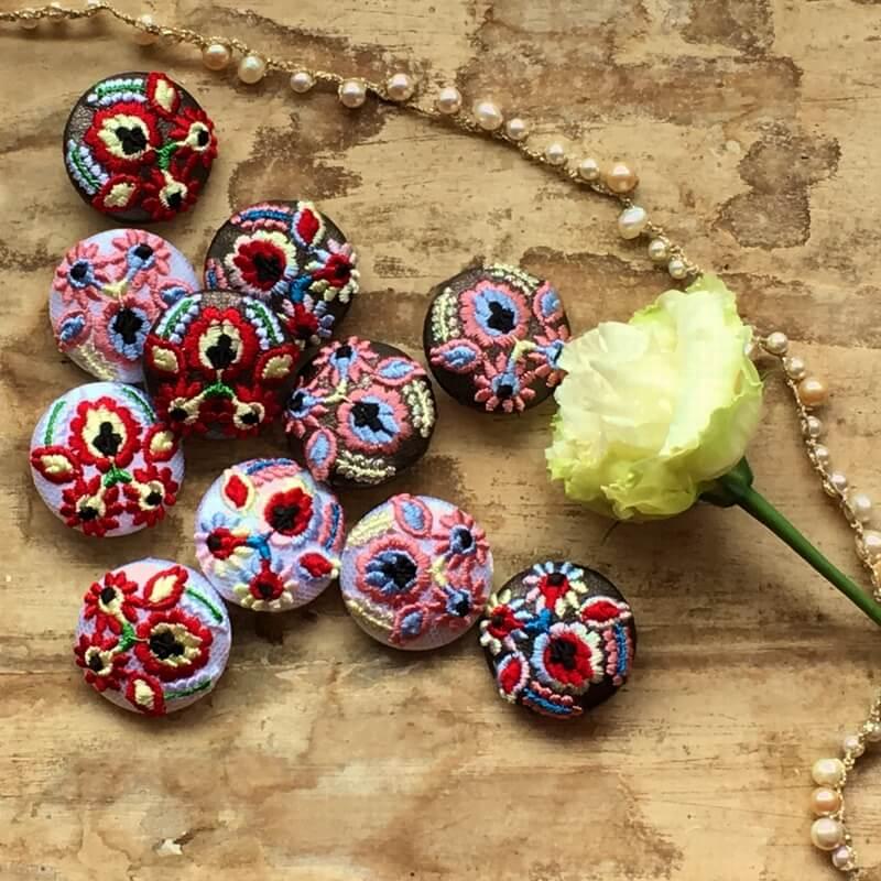 ハンガリー実と花29刺繍ボタンイメージPearl