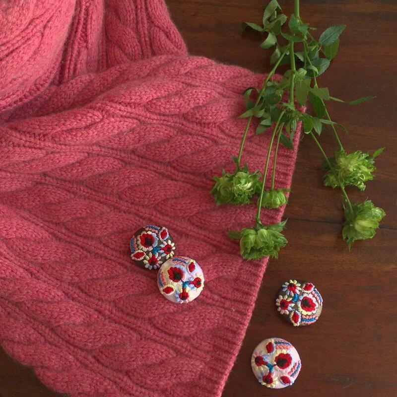 ハンガリー実と花29刺繍ボタン