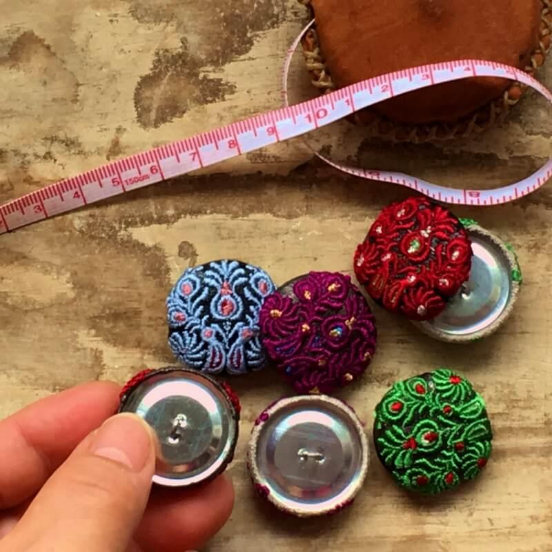ハンガリー孔雀29刺繍ボタンハンド