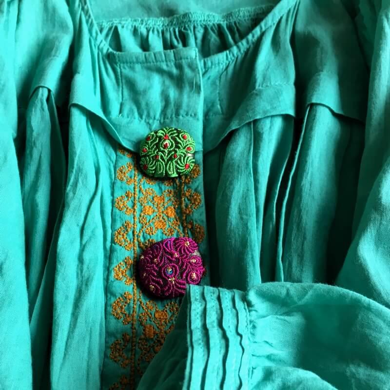 ハンガリー孔雀29刺繍ボタンワンピ