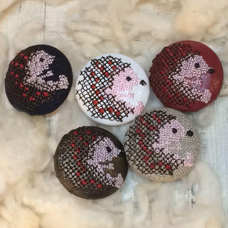 ハリネズミ[茶]刺繡ボタン5種