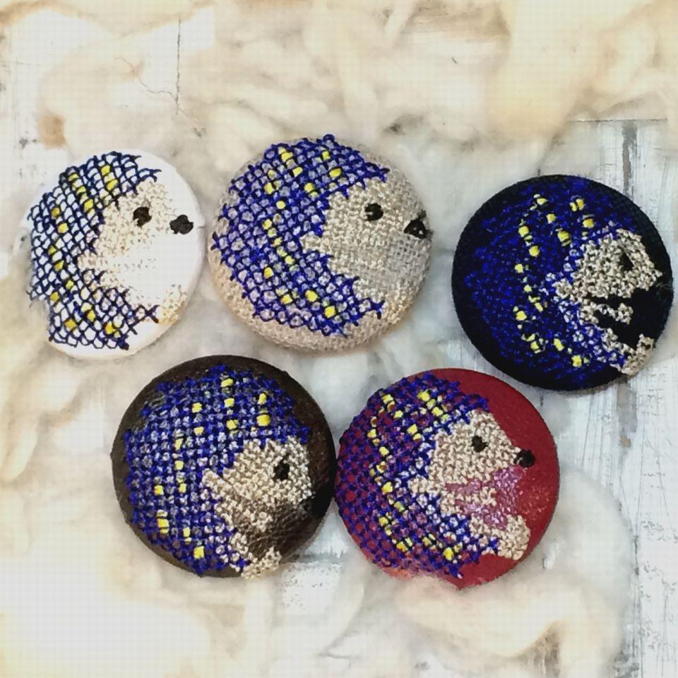 ハリネズミ[紺]刺繡ボタン5種