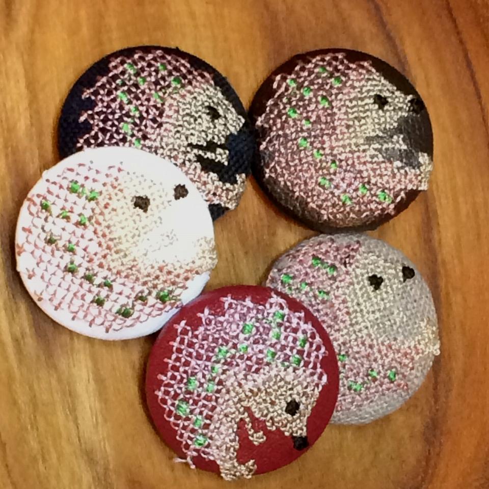 ハリネズミ[ピンク]刺繡ボタン5種