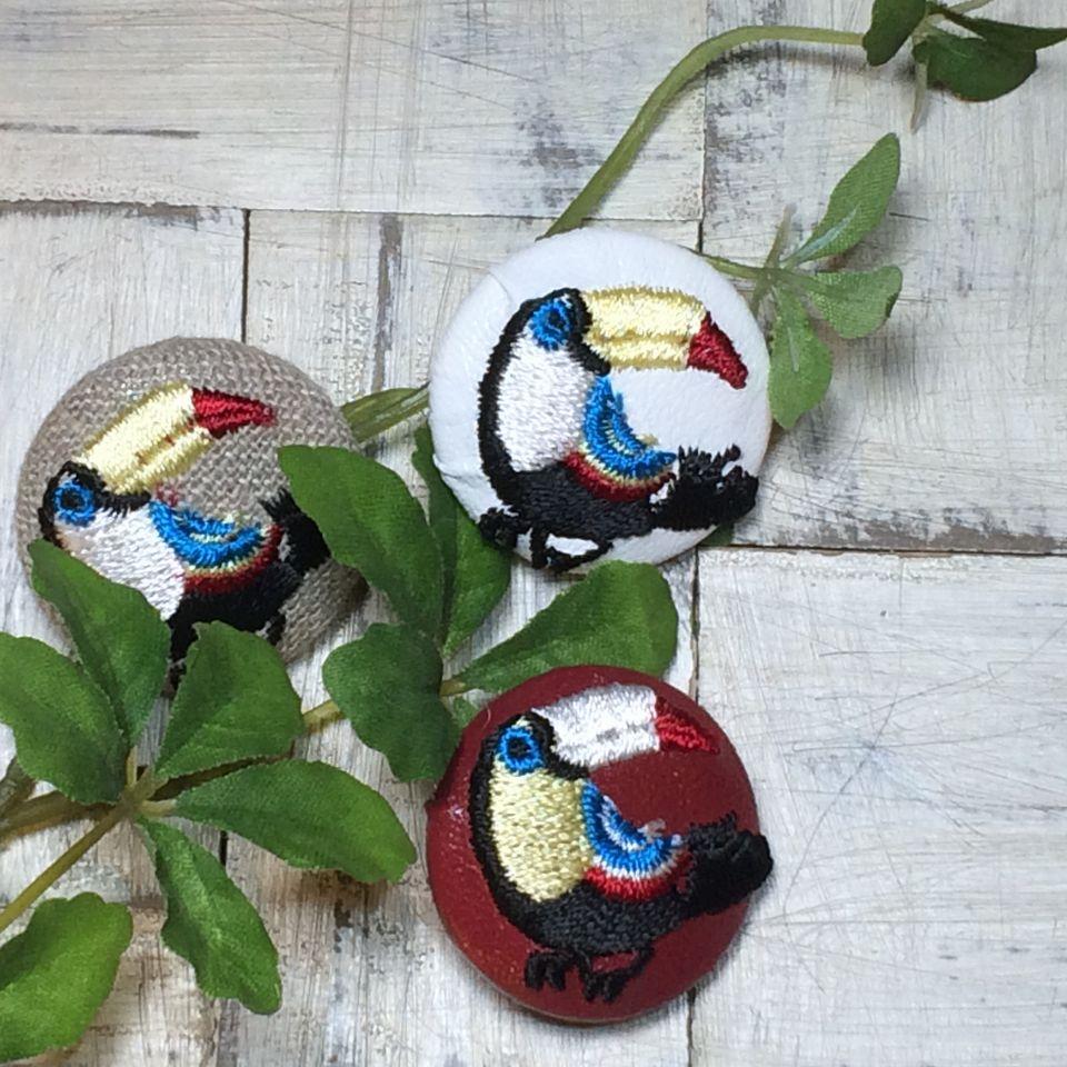オオハシ刺繍ボタン[黒]緑の葉っぱ