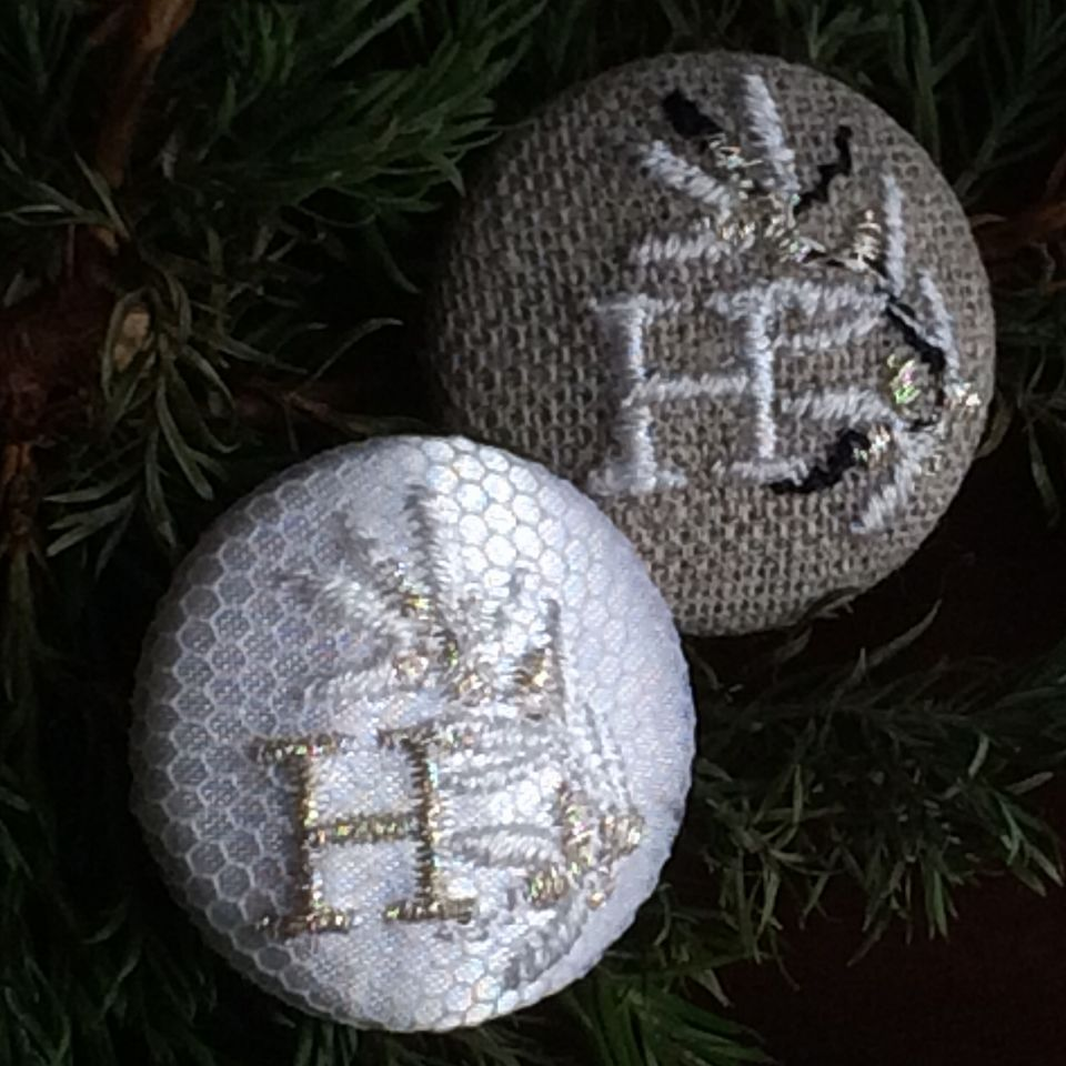 イニシャルオリーブ[H]刺繍ボタン2種