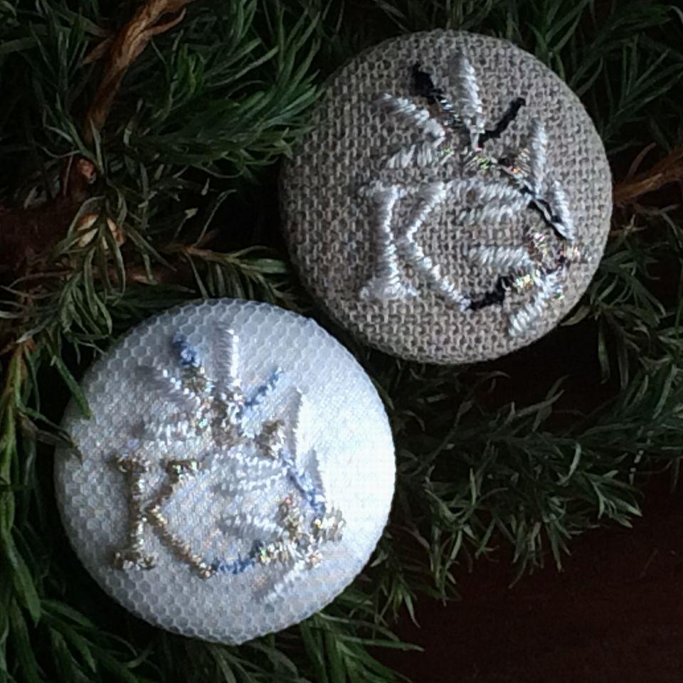 イニシャルオリーブ[K]刺繍ボタン2種