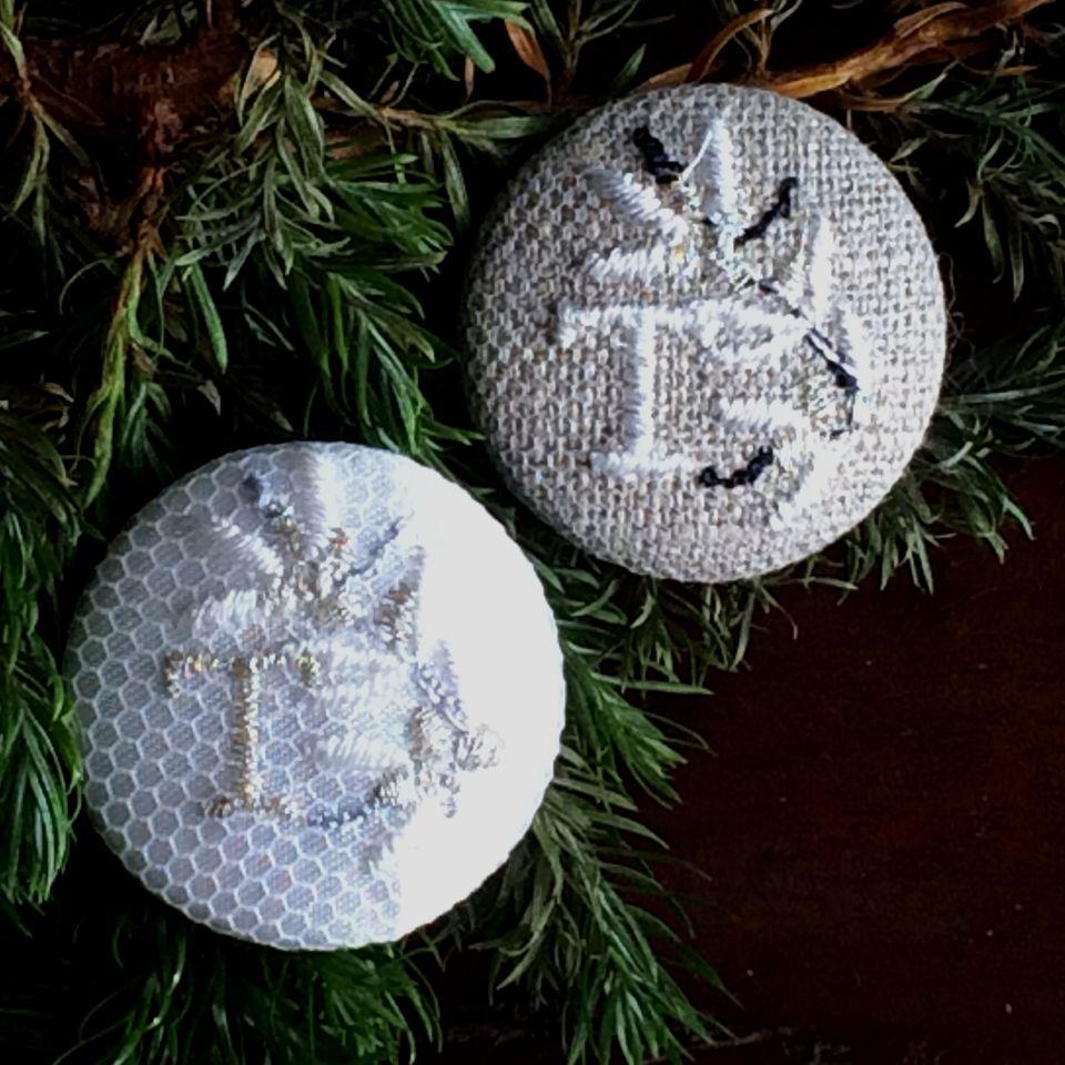 イニシャルオリーブ[T]刺繍ボタン2種