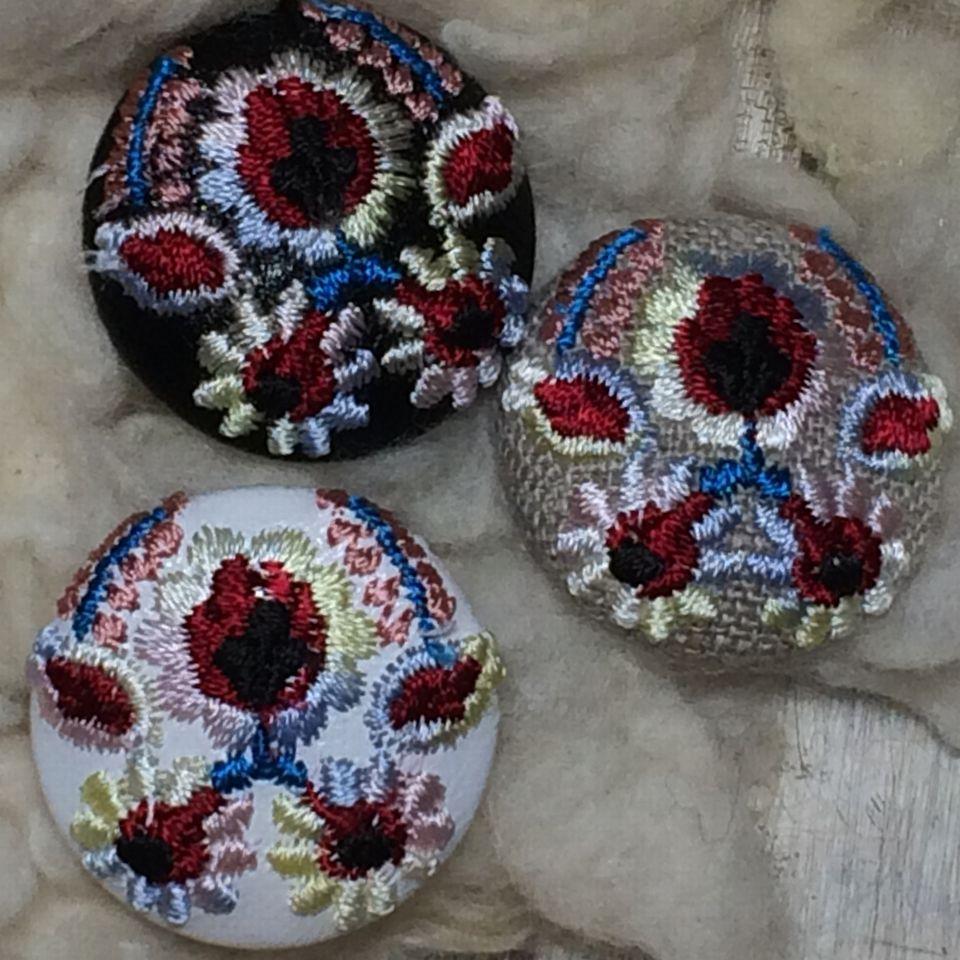 Hungary花と実[ピンク]刺繍ボタン3種