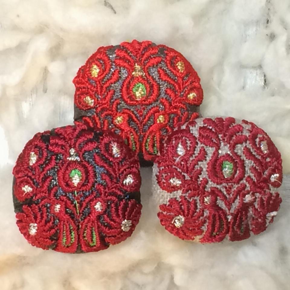 Hungary孔雀[赤]刺繍ボタン/3種