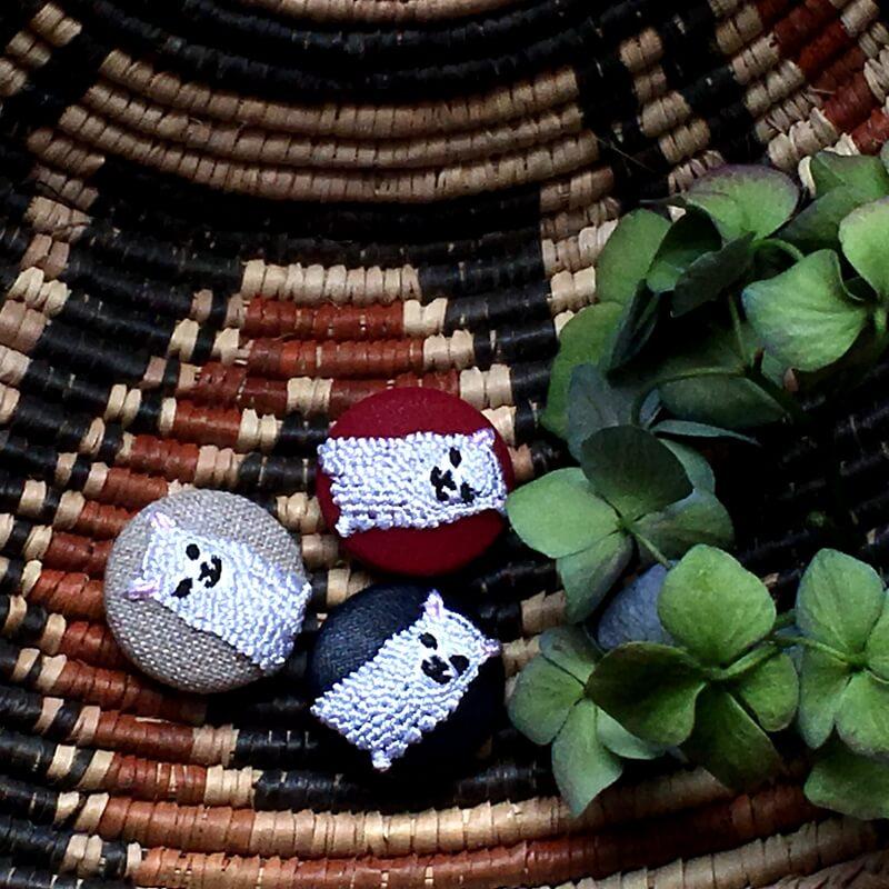 アルパカ29刺繍ボタンカゴへ
