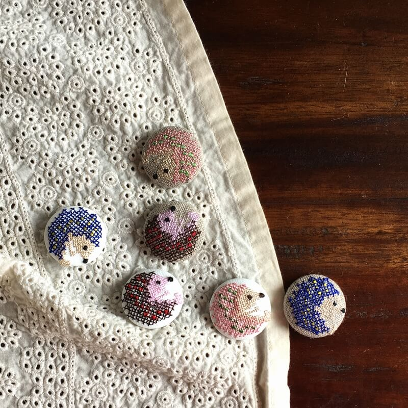 ハリネズミ29刺繍ボタンマフラー