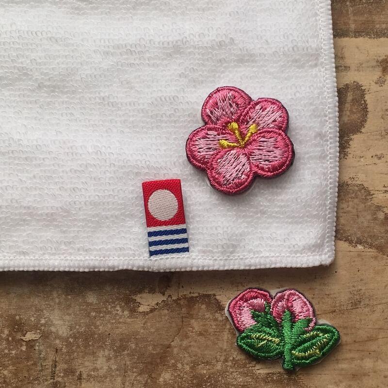 刺繍ワッペン/桃の花ハンカチへアップ