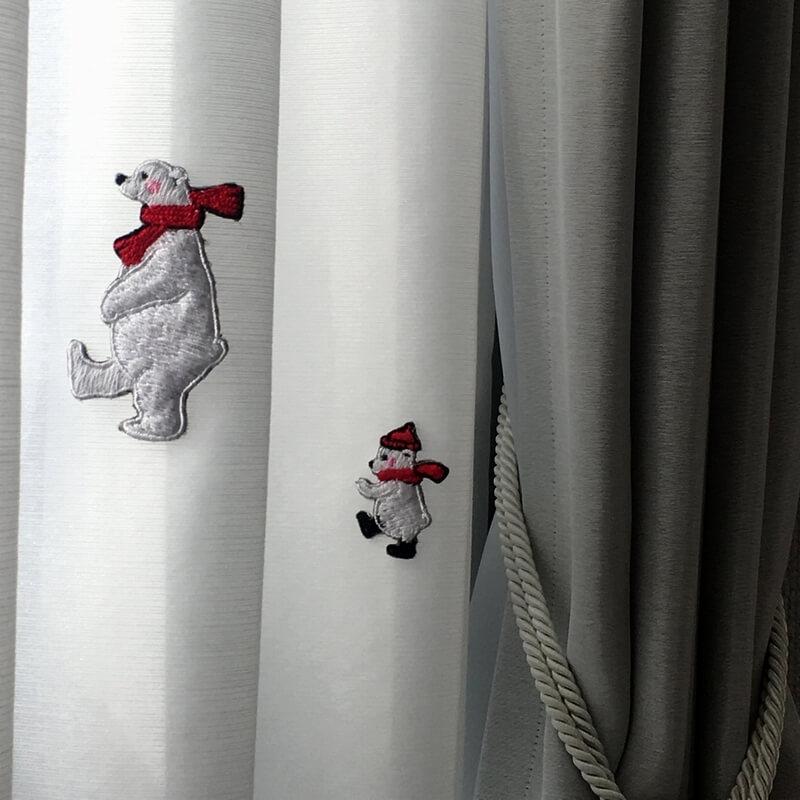 刺繍ワッペン/白熊マフラーカーテンアップ