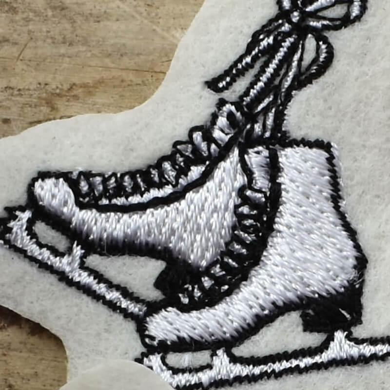 フィギア刺繍アップ