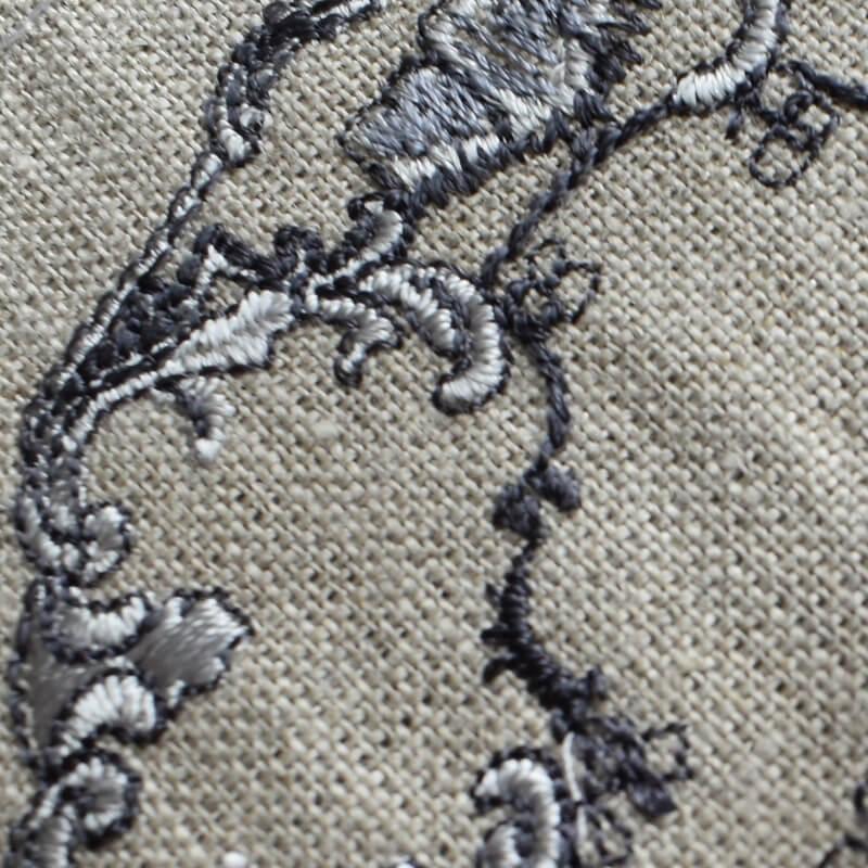 プレートロココ調刺繍クローズアップ