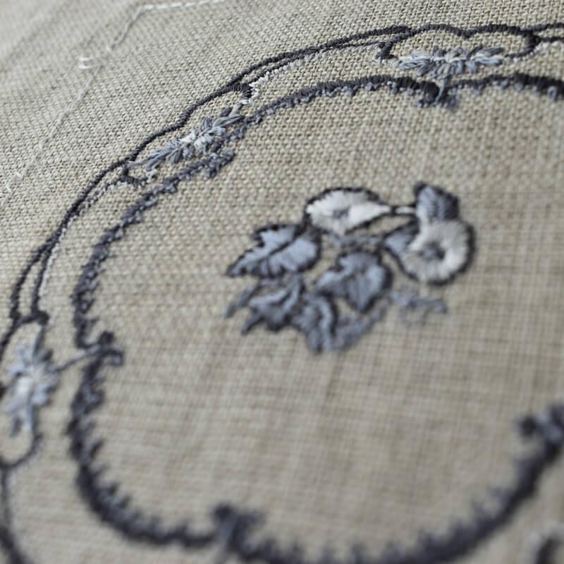 プレートつる花刺繍斜め
