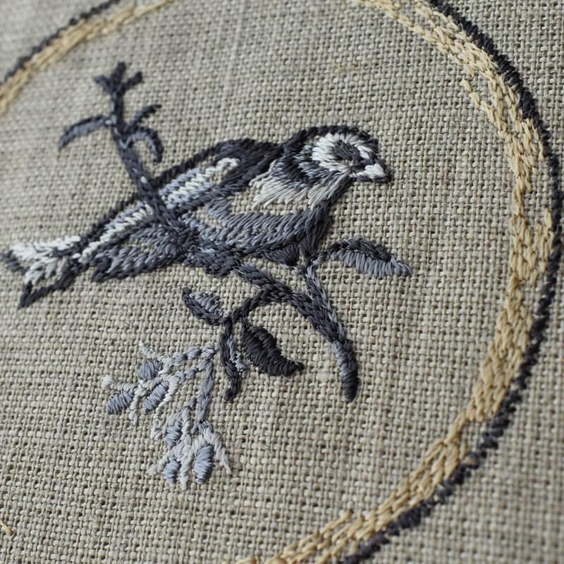 プレート小鳥刺繍サイドから
