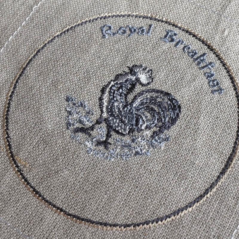 プレートニワトリ刺繍イメージ下斜め