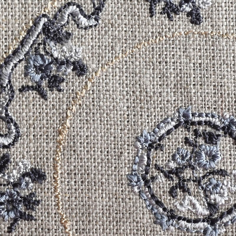 プレートフラワーリボン刺繍クローズアップ