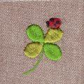 てんとう虫と四つ葉のクローバー[幸せを運ぶ虫]刺繍図案デザイン