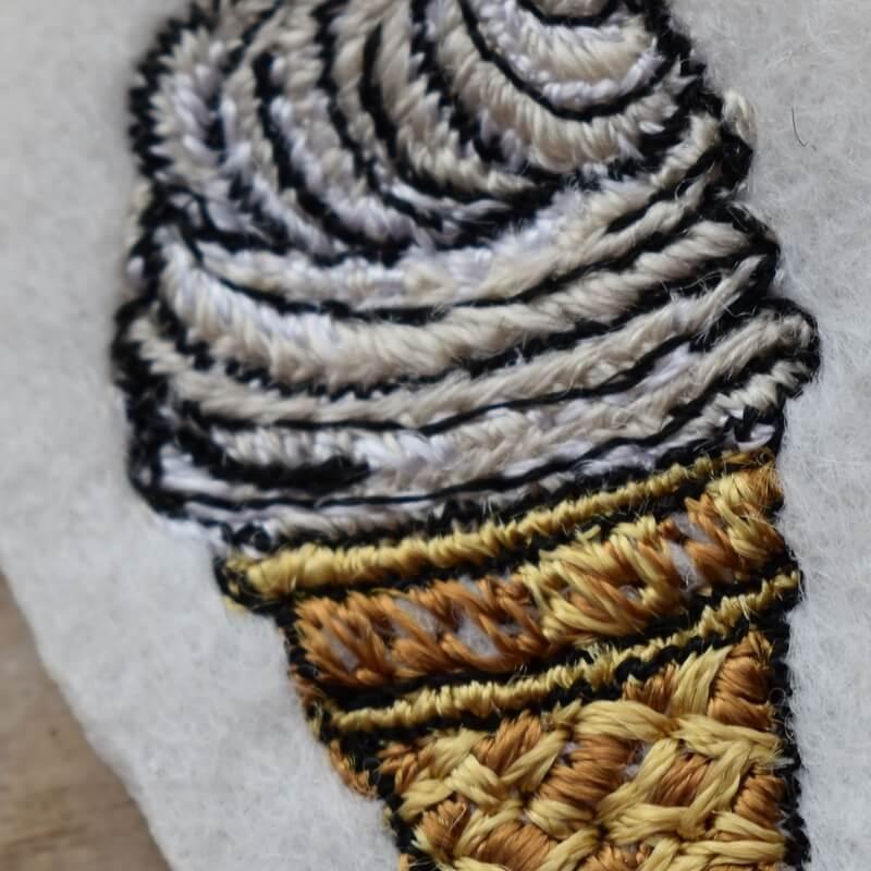 ソフトクリーム刺繍クローズアップ