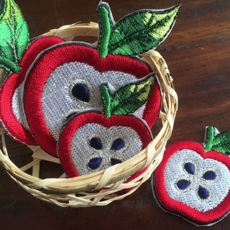 刺繍ワッペン/リンゴカゴアップ