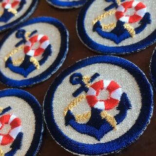マリン刺繍ワッペン/浮き輪:並べて斜めにアップ
