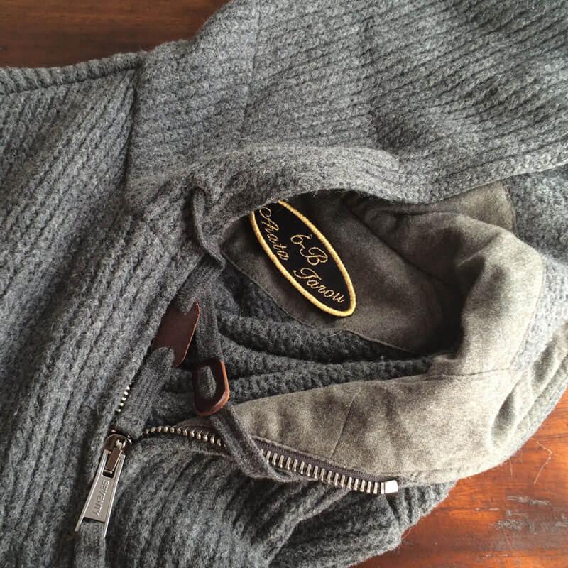 筆記体ネームワッペン/Ballantines script[だ円形×Mサイズ×黒フェルト]をウールのジャケットに貼り付けた使用例