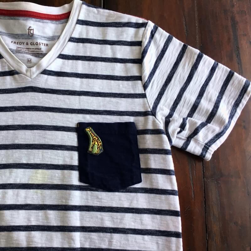 虹色キリン刺繍Tシャツ