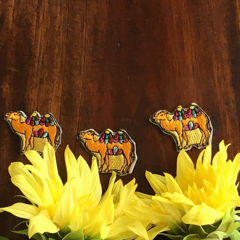 虹色ラクダ刺繍お花