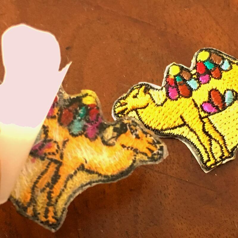 虹色ラクダ刺繍背面