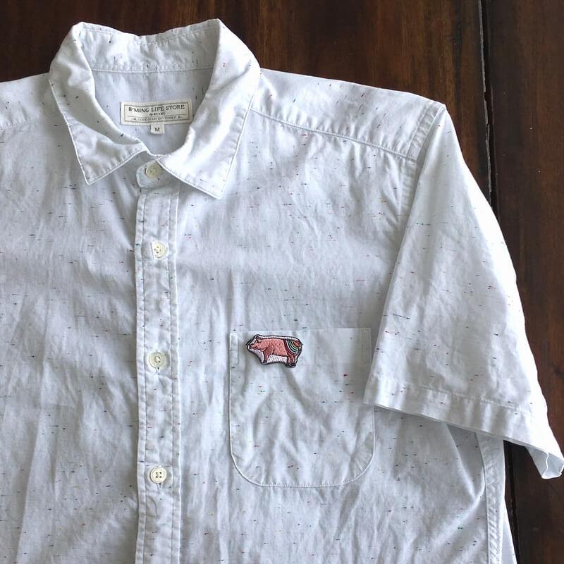 虹色ブタ刺繍シャツ