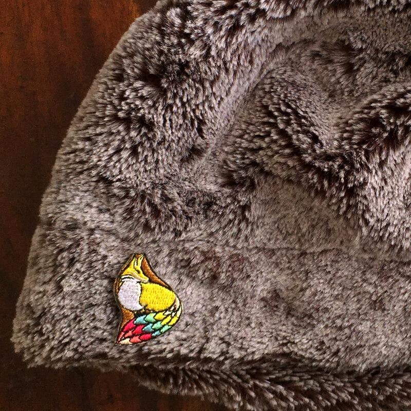 虹色キツネ刺繍帽子