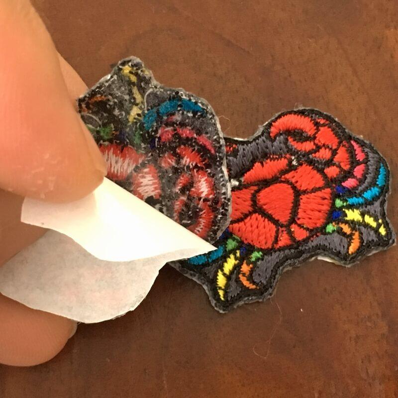 虹色カニ刺繍背面