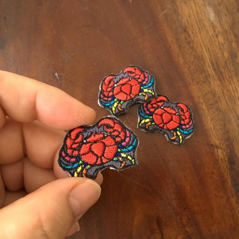 虹色カニ刺繍ハンド