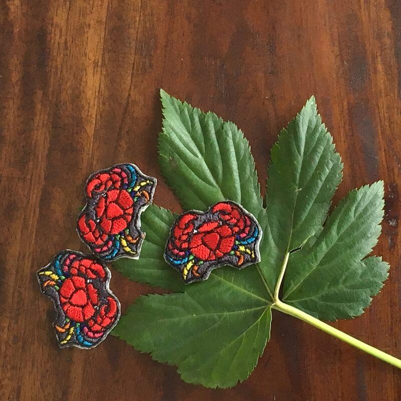 虹色カニ刺繍葉っぱ