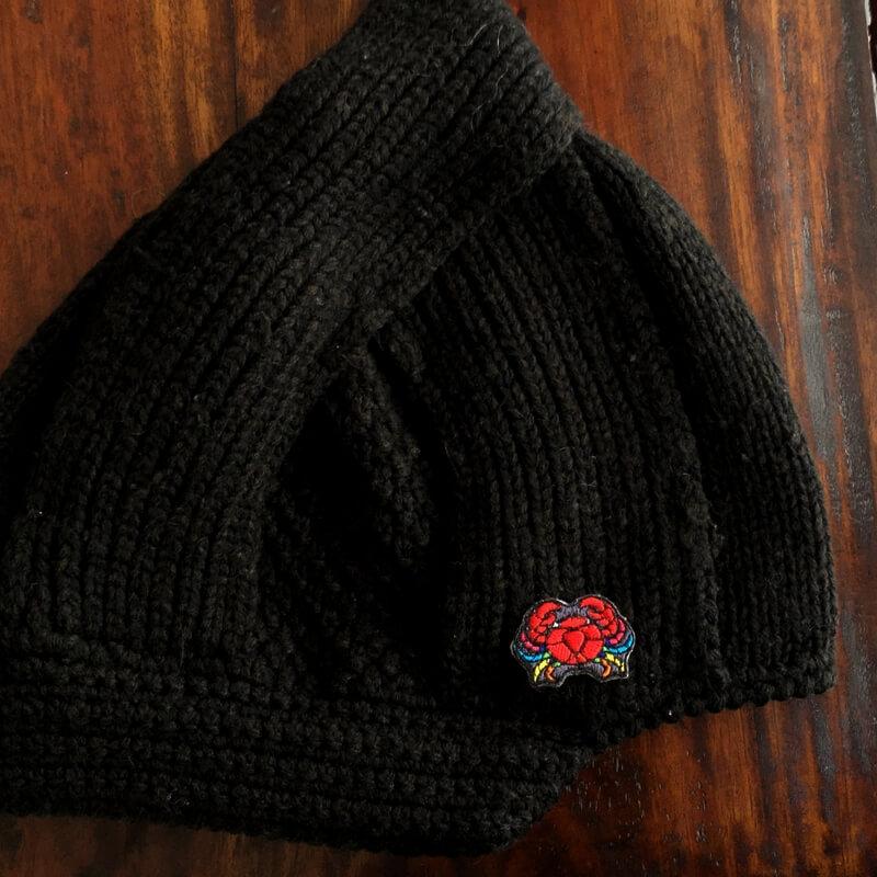 虹色カニ刺繍帽子