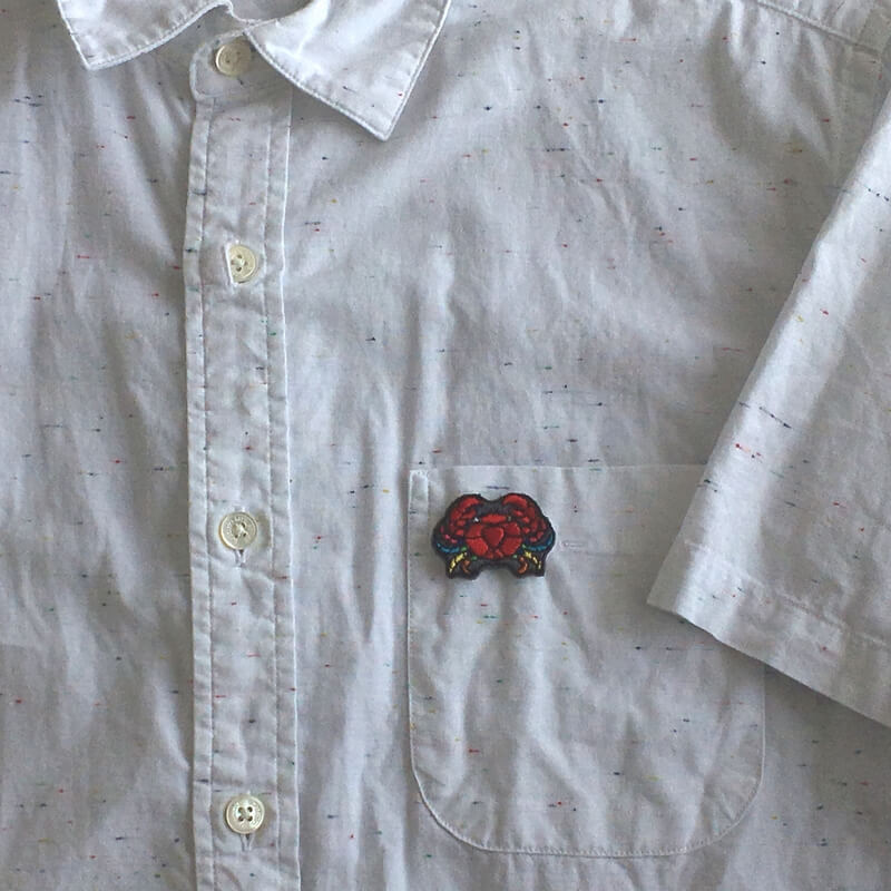 虹色カニ刺繍シャツ