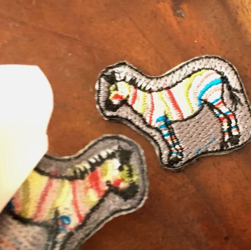 虹色シマウマ刺繍背面