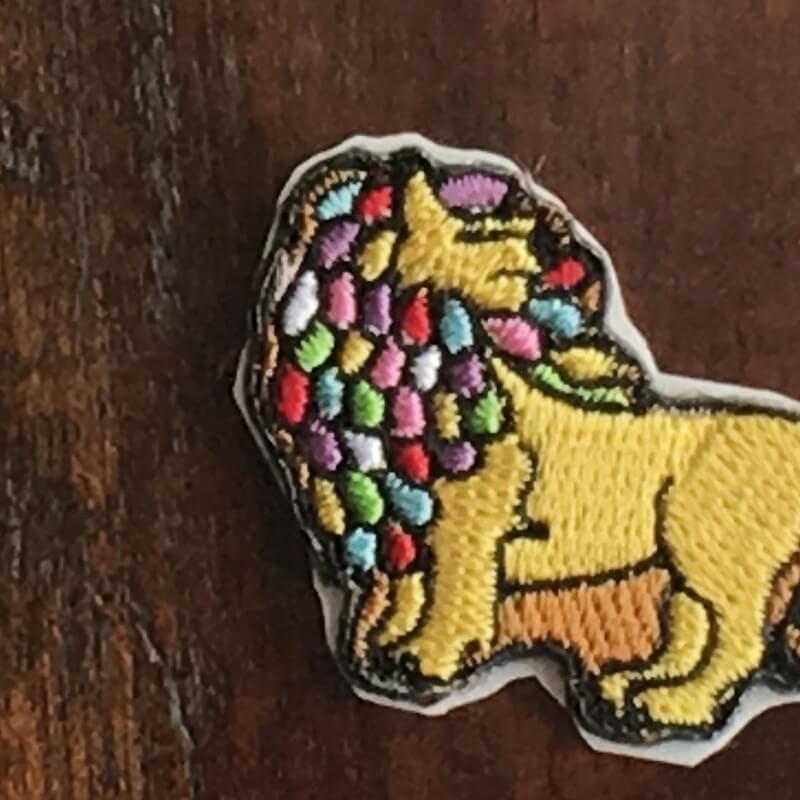 虹色ライオン/刺繍アップ