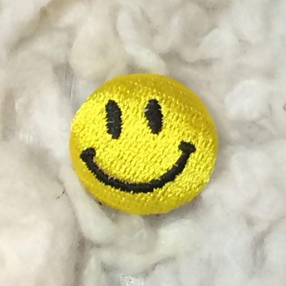 スマイル刺繍ボタンSサイズ