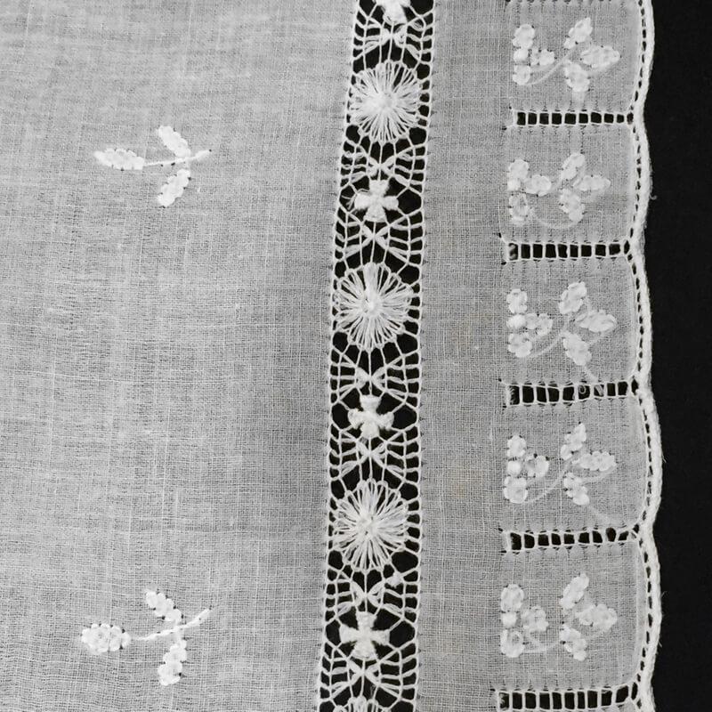 Buranoハンドワーク刺繍ハンカチーフアップ