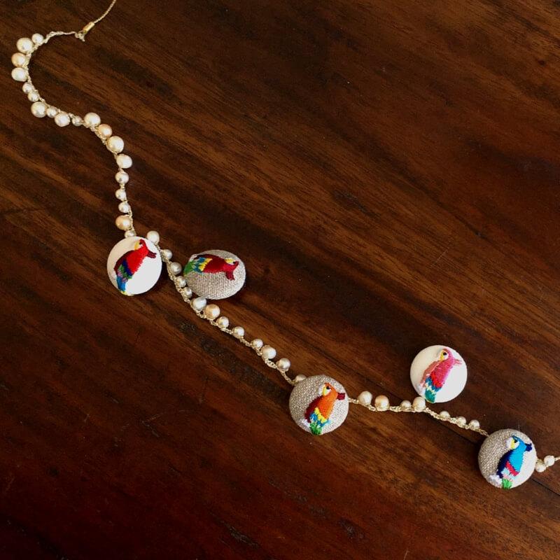 オウム22刺繍ボタン連なるオウム