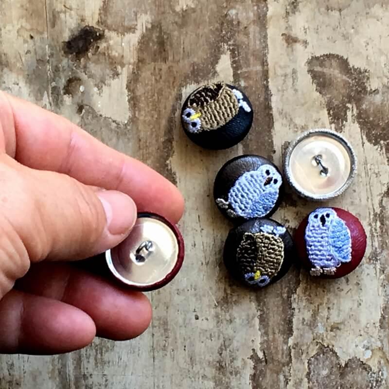 フクロウ22刺繍ボタン背面加工ハンド