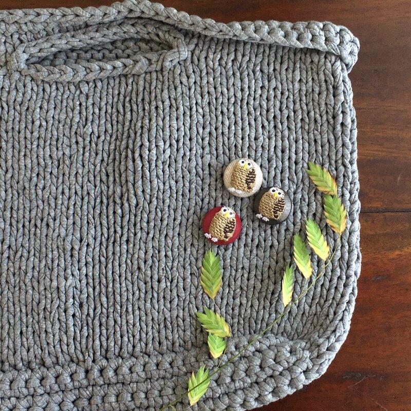 フクロウ22刺繍ボタンバックと葉っぱ